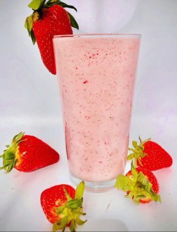 4-Ingredients Strawberry Yogurt Smoothie