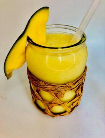 4-Ingredients Tropical Smoothie