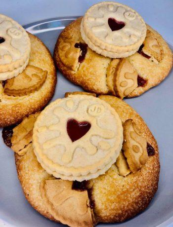 Jammy Dodgers Chunk Cookies
