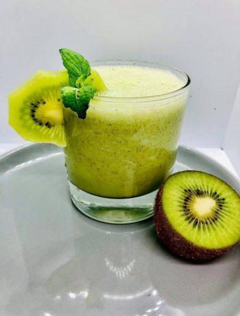 Easy Healthy Kiwi & Mint Smoothie