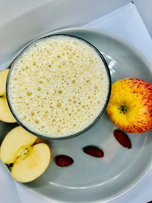 Apple & Almond Breakfast Smoothie